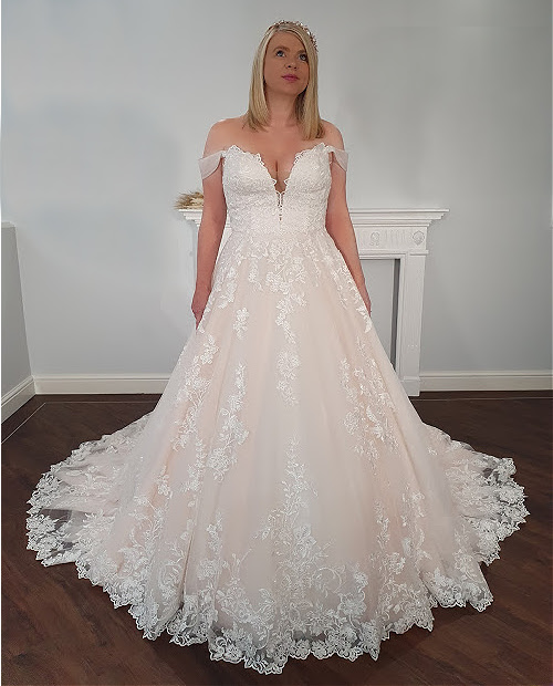 Margaret 7509 Mark Lesley wedding dress