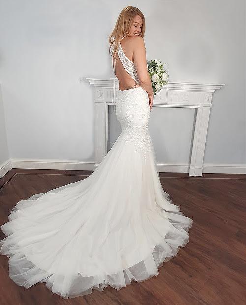 Sanita 7463 Mark Lesley wedding dress back